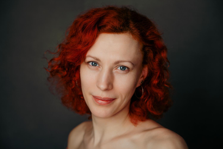 ruda kobieta portret z bliska
