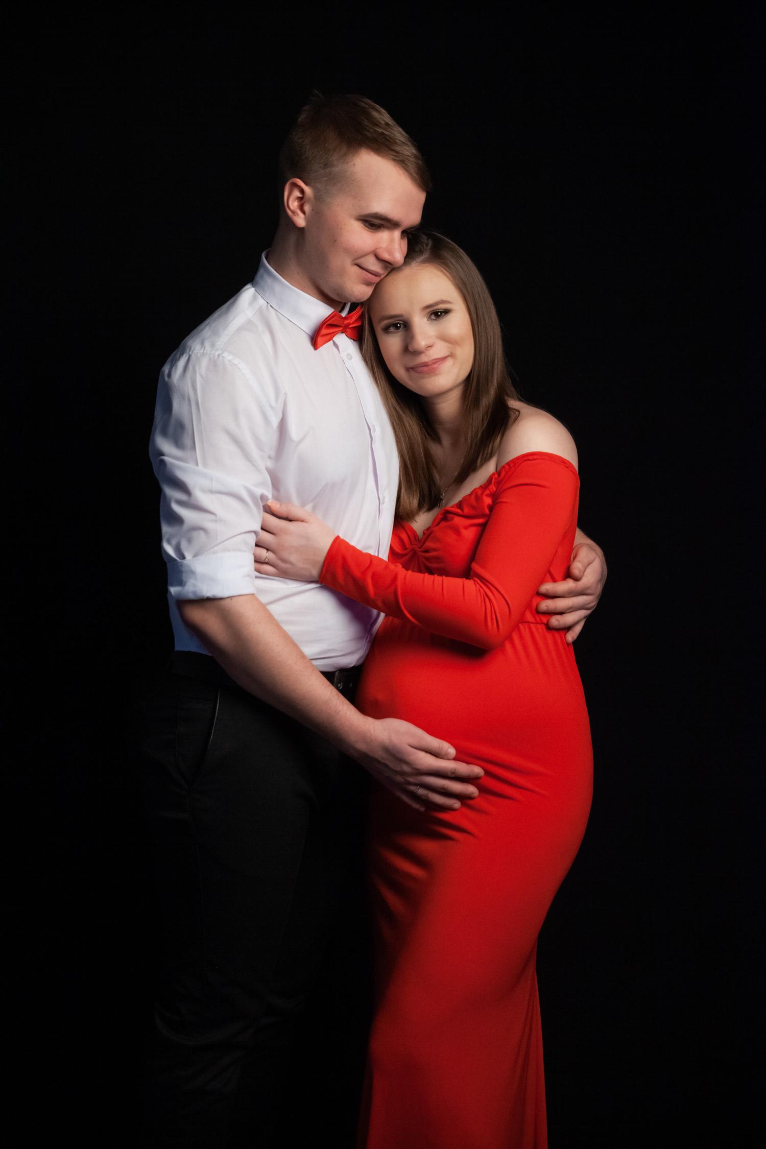 para w studio na sesji ciążowej