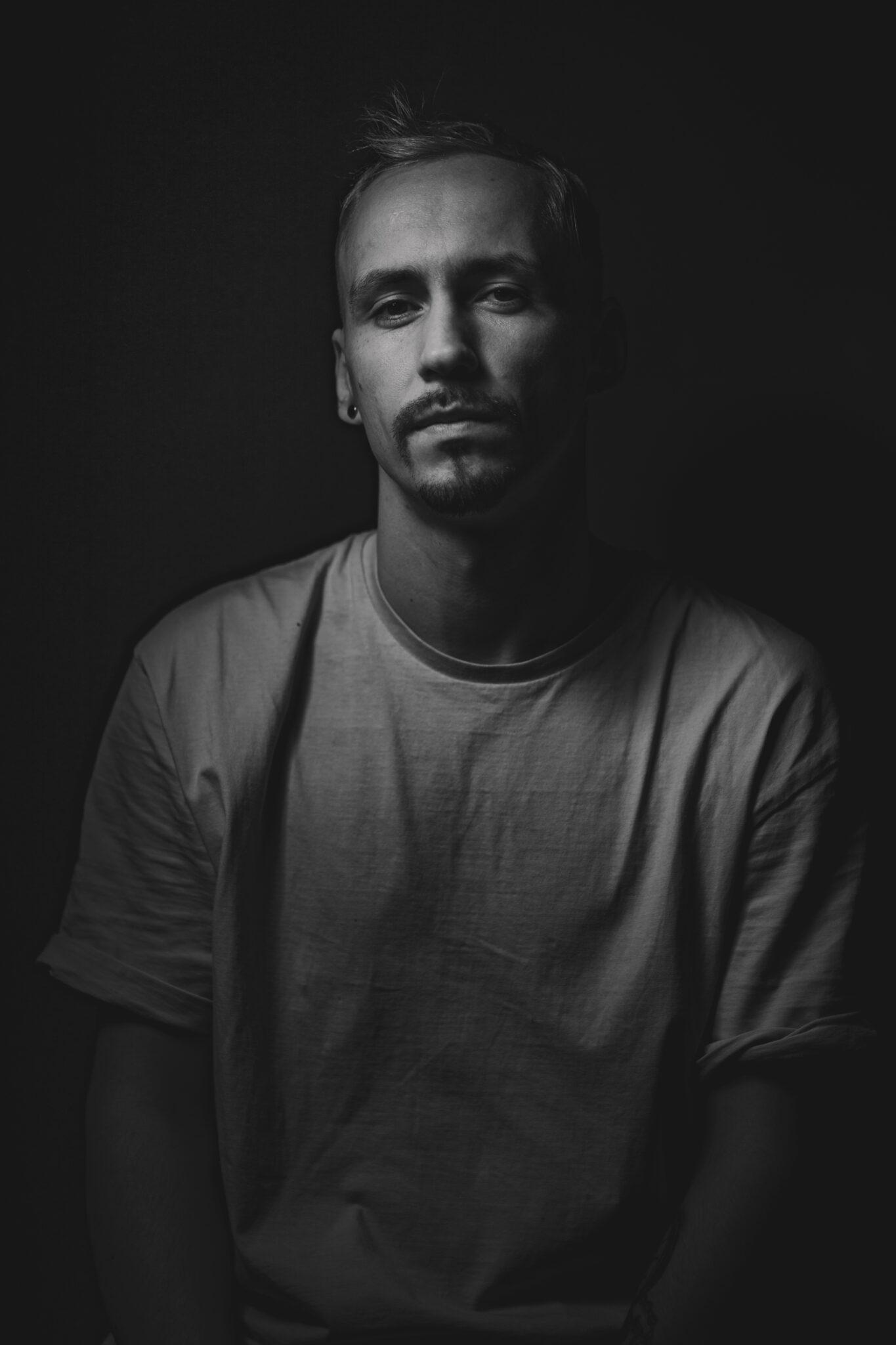 portret_studyjny_męszczyzna